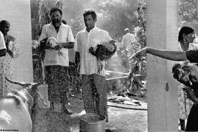 Offrandes de pluie de riz, chapelle de Stella, 90's © Bernard Lesaing