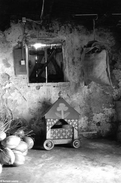 Magasin, chapelle des Jeunes Tamouls de la Pointe au Sel, 90's © Bernard Lesaing