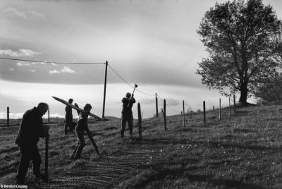 Préparatifs des barrières à neige, Croix Perrière, 2013, Bernard Lesaing