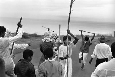 Danse d'inspiration mythologique, sur la route de Saint-Leu, 1992 © Bernard Lesaing