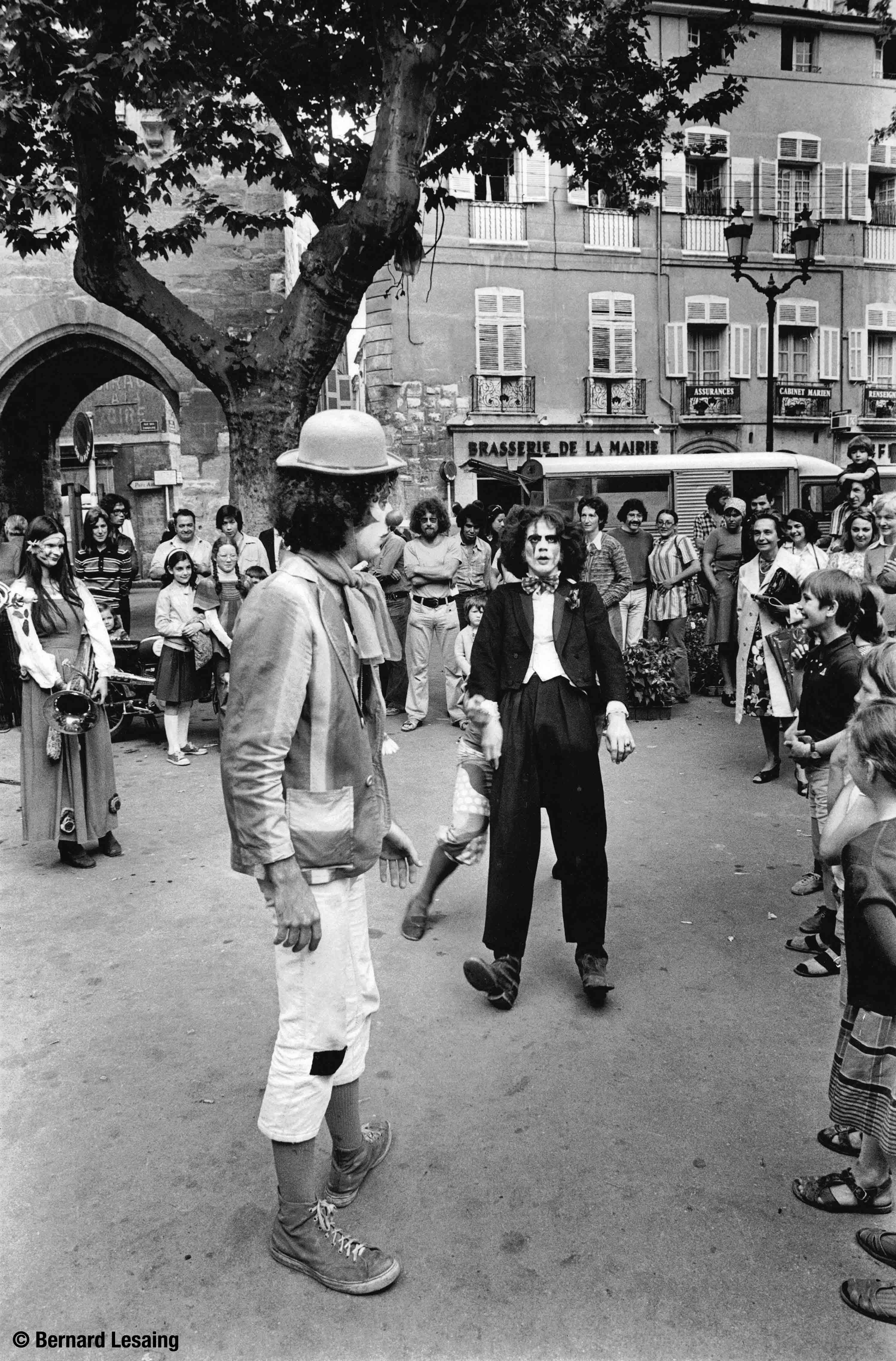 Saltimbanques, place de l'Hôtel de ville, 1977