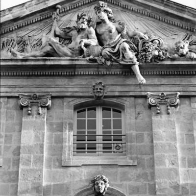 Place de l'Hôtel de ville, sculpture Chastel, 2016