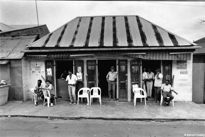 Bar boutik, Piton Saint-Leu, 90's © Bernard Lesaing