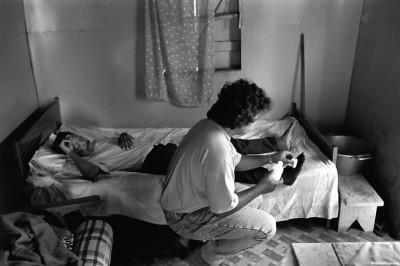 Soins infirmiers à domicile, Trois-Bassins, 1990 © Bernard Lesaing